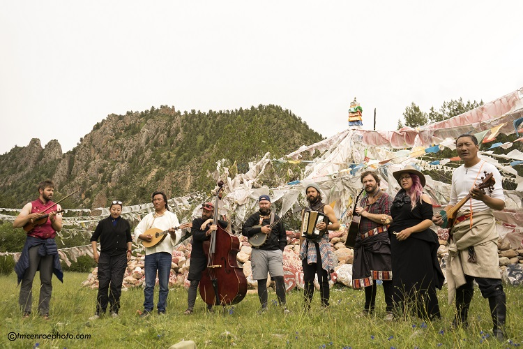 American bluegrass band from Nashville and local Tibetan folk singers playing in the mountains