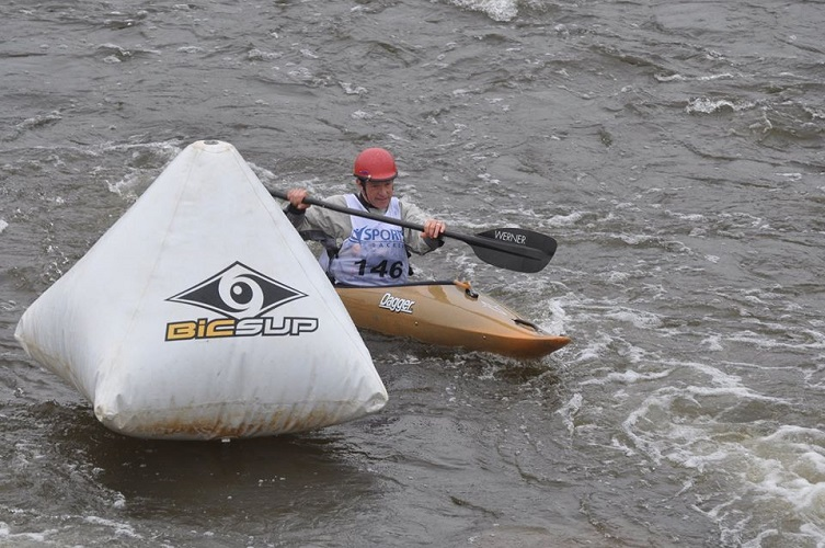 Kayaker turning a corner in a race